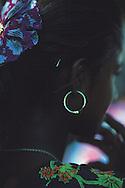 YOUNG WOMAN // JEUNE FEMME, INDE. Jeune femme indienne portant une boucle d'oreille.
