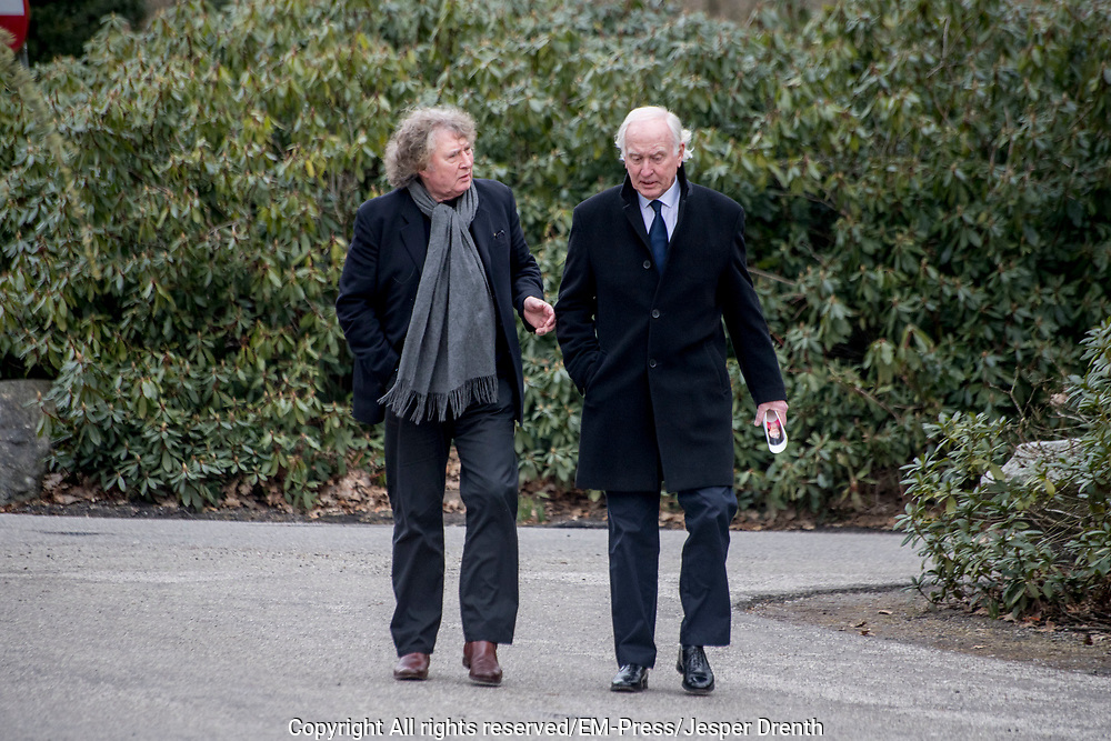 Uitvaart Mies Bouwman in een crematorium in Leusden.<br /> <br /> Op de foto: Bob Rooyens en Fred Oster