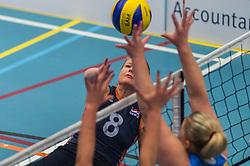 14-02-2016 NED: Nederland - Oekraine, Houten<br /> De Nederlandse paravolleybalsters speelde een vriendschappelijke wedstrijd tegen Europees kampioen Oekraïne. De equipe van bondscoach Pim Scherpenzeel bereidt zich tegen Oekraïne voor op het Paralympisch kwalificatietoernooi in China, dat in maart wordt gespeeld /  Paula List #8 of Nederland