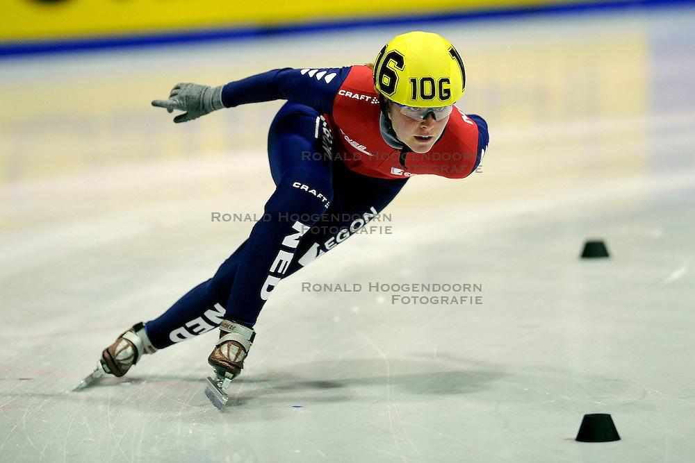 22-03-2009 SHORTTRACK: NK SHORTTRACK: ZOETERMEER<br /> Sanne van Kerkhof 106<br /> &copy;2009-WWW.FOTOHOOGENDOORN.NL