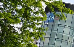 THEMENBILD - Logo an der AMS Geschäftsstelle Redergasse. Das Arbeitsmarktservice, kurz AMS, vermittelt Arbeitskräfte an offene Stellen. Aufgenommen am 19.05.2016 in Wien, Österreich // The Austrian Public Employment Service (AMS) is a provider of labour-market related services. Vienna. Austria on 2016/05/19. EXPA Pictures © 2016, PhotoCredit: EXPA/ Michael Gruber