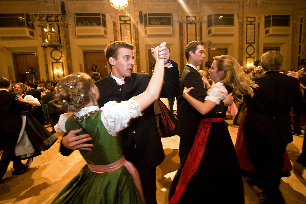 Wien/Oesterreich, AUT, 28.01.2008: Taenzer und Taenzerinnen waehrend dem Jaegerball in der Wiener Hofburg.<br /> <br /> Vienna/Austria, AUT, 28.01.2008: Dancers during the Hunters Ball (Jaegerball) at the &quot;Hofburg&quot; in Vienna.