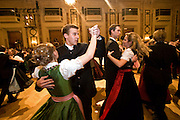 "Wien/Oesterreich, AUT, 28.01.2008: Taenzer und Taenzerinnen waehrend dem Jaegerball in der Wiener Hofburg.<br /> <br /> Vienna/Austria, AUT, 28.01.2008: Dancers during the Hunters Ball (Jaegerball) at the ""Hofburg"" in Vienna."