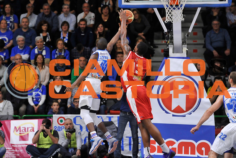 DESCRIZIONE : Campionato 2014/15 Dinamo Banco di Sardegna Sassari - Victoria Libertas Consultinvest Pesaro<br /> GIOCATORE : Jerome Dyson<br /> CATEGORIA : Tiro Penetrazione Controcampo<br /> SQUADRA : Dinamo Banco di Sardegna Sassari<br /> EVENTO : LegaBasket Serie A Beko 2014/2015<br /> GARA : Dinamo Banco di Sardegna Sassari - Victoria Libertas Consultinvest Pesaro<br /> DATA : 17/11/2014<br /> SPORT : Pallacanestro <br /> AUTORE : Agenzia Ciamillo-Castoria / Luigi Canu<br /> Galleria : LegaBasket Serie A Beko 2014/2015<br /> Fotonotizia : Campionato 2014/15 Dinamo Banco di Sardegna Sassari - Victoria Libertas Consultinvest Pesaro<br /> Predefinita :