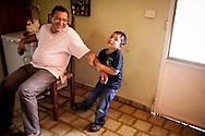 Miguel Angel Viloria (i) juega con su hijo, Miguel Alejandro (d) en casa de los abuelos paternos de Yuliana. Gracias a FundaHigado, Yuliana recibió un trasplante de higado que le permite disfrutar de la vida. Punto Fijo, Venezuela 26 y 27 Oct. 2012. (Foto/ivan gonzalez)