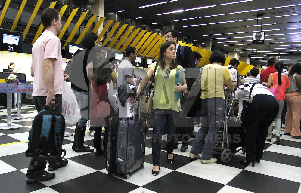 SAO PAULO, SP, 28 MARCO 2013 -  FERIADO DA SEMANA SANTA AEROPORTO CONGONHAS - Aeroporto de Congonhas com movimentação intensa na vespera do feriado da semana santa no inicio dessa tarde de quinta 28. (FOTO: LEVY RIBEIRO / BRAZIL PHOTO PRESS)