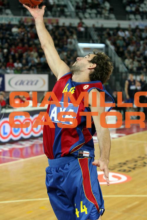 DESCRIZIONE : Roma Eurolega 2007-08 Lottomatica Virtus Roma Axa Fc Barcelona Barcellona<br />GIOCATORE : Roger Grimau<br />SQUADRA : Axa Fc Barcelona Barcellona<br />EVENTO : Eurolega 2007-2008 <br />GARA : Lottomatica Virtus Roma Axa Fc Barcelona Barcellona<br />DATA : 28/11/2007 <br />CATEGORIA : Palleggio<br />SPORT : Pallacanestro <br />AUTORE : Agenzia Ciamillo-Castoria/G.Ciamillo
