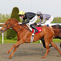 Bright Glow and Ted Durcan winning 5.10 race