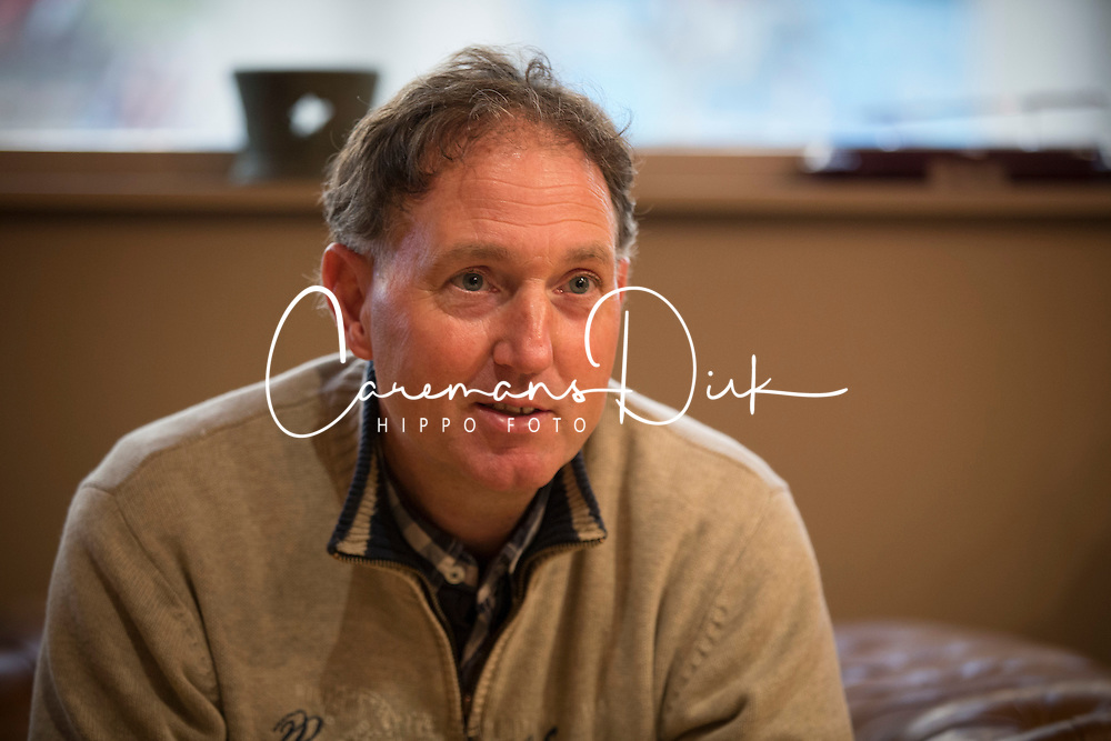 Dressuur voor springruiters met Jan Symons<br /> Stal Dorperheide - Meeuwen Gruitrode 2014<br /> &copy; Dirk Caremans
