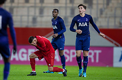 MUNICH, GERMANY - Wednesday, December 11, 2019: Bayern Munich's David Halbich gets a boot in the face from Tottenham Hotspur's 's Luis Binks during the final UEFA Youth League Group B match between FC Bayern München and Tottenham Hotspur at the FC Bayern Campus. (Pic by David Rawcliffe/Propaganda)