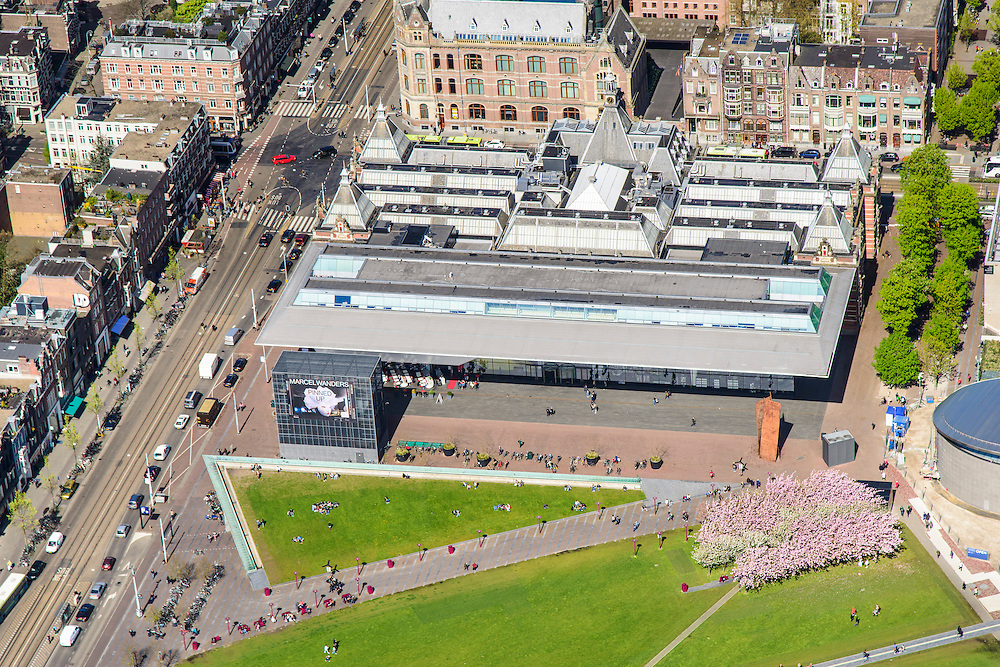 Nederland, Noord-Holland, Amsterdam, 09-04-2014; Museumplein met Stedelijk Museum en links Van Baerlestraat<br /> Museumplein and Stedelijk Museum Amsterdam.<br /> luchtfoto (toeslag op standard tarieven);<br /> aerial photo (additional fee required);<br /> copyright foto/photo Siebe Swart