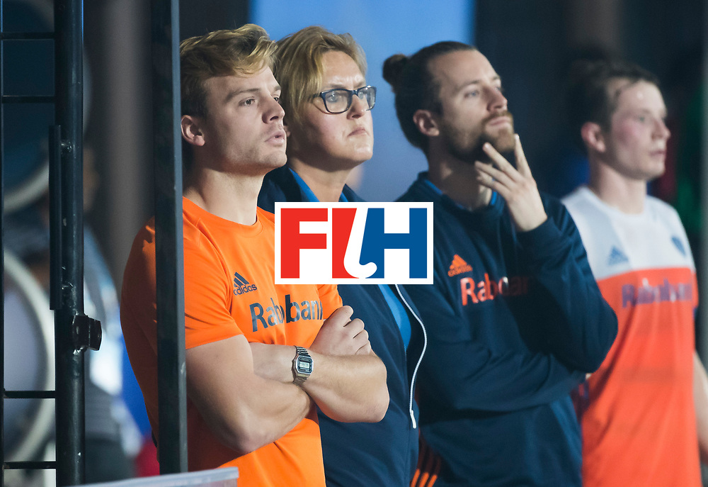 BHUBANESWAR - Mink van der Weerden (Ned) , Conny van Betum, Jeremy Bertels  tijdens de Hockey World League Finals , de kwartfinale wedstrijd Duitsland-Nederland (3-3).Duitsland wint na shoot-outs.    COPYRIGHT KOEN SUYK