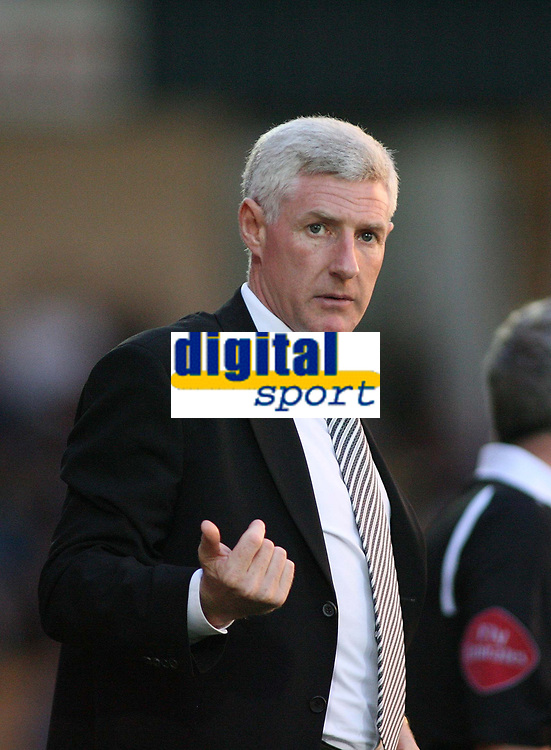 Photo: Rich Eaton.<br /> <br /> Torquay United v Norwich City. Carling Cup. 23/08/2006. Norwich City boss Nigel Worthington summons a player