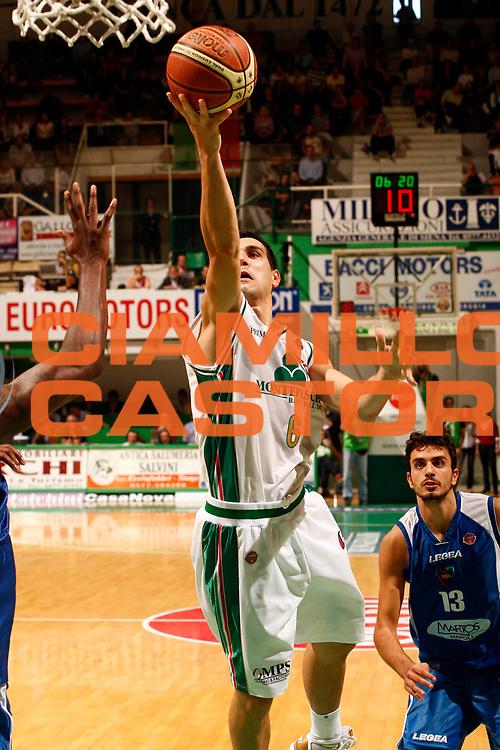 DESCRIZIONE : Siena Lega A 2009-10 Montepaschi Siena Martos Napoli<br /> GIOCATORE : Nikolaos Nikos Zisis<br /> SQUADRA : Montepaschi Siena<br /> EVENTO : Campionato Lega A 2009-2010 <br /> GARA : Montepaschi Siena Martos Napoli<br /> DATA : 11/10/2009<br /> CATEGORIA : tiro<br /> SPORT : Pallacanestro <br /> AUTORE : Agenzia Ciamillo-Castoria/P.Lazzeroni