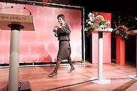 Nederland. Amsterdam, 6 oktober 2007.<br /> PvdA Congres in de RAI. Partijvoorzitter Lilianne Ploumen, zojuist officieel gekozen,  loopt naar het spreekgestoelte voor haar aanvaardingsspeech<br /> Foto Martijn Beekman <br /> NIET VOOR TROUW, AD, TELEGRAAF, NRC EN HET PAROOL