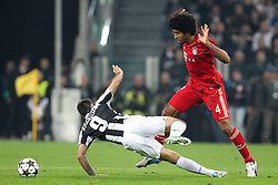 10.04.2013, Juventus Stadium, Turin, ITA, UEFA Champions League, Juventus Turin vs FC Bayern Muenchen, Viertelfinale, Rueckspiel, im Bild Grobes Foul an Mirko VUCINIC #9 (Juventus Turin) von DANTE #4 (FC Bayern Muenchen) // during the UEFA Champions League best of eight 2nd leg match between Juventus FC and FC Bayern Munich at the Juventus Stadium, Torino, Italy on 2013/04/10. EXPA Pictures © 2013, PhotoCredit: EXPA/ Eibner/ Kolbert..***** ATTENTION - OUT OF GER *****