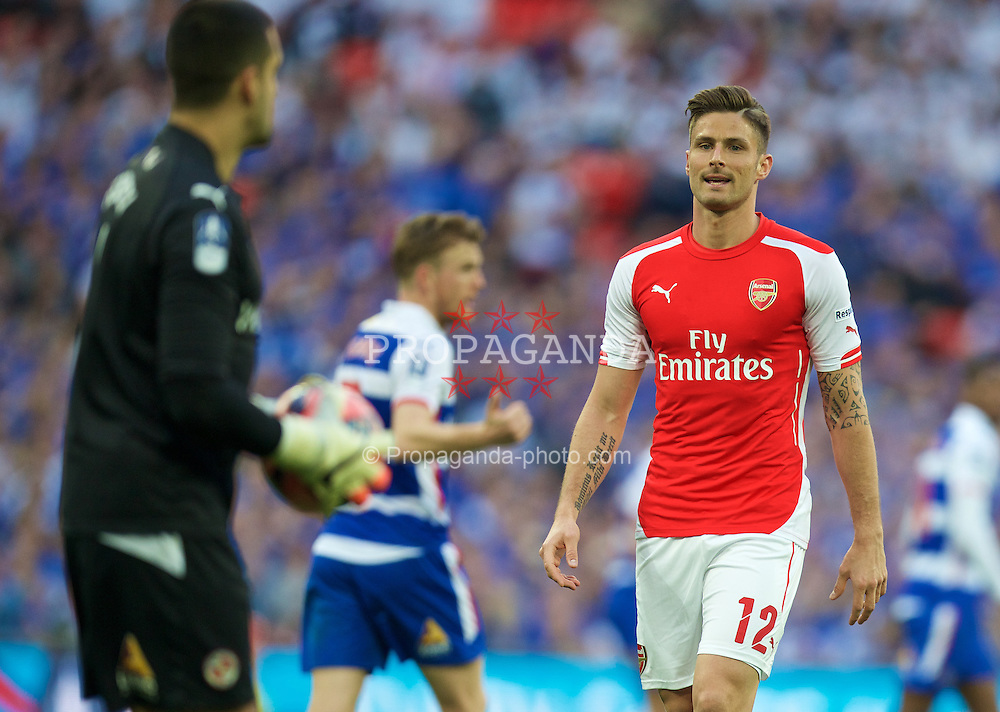 LONDON, ENGLAND - Saturday, April 18, 2015: Arsenal's Oliver Giroud in action against Reading during the FA Cup Semi-Final match at Wembley Stadium. (Pic by David Rawcliffe/Propaganda)