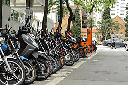 October 5, 2018 - SãO Paulo, Brazil - SÃO PAULO, SP - 05.10.2018: AUMENTA O NÚMERO DE FURTO DE PEÇAS DE MOTO - It increases the number of theft of motorcycle parts in the region of Avenida Paulista, the main target is motorcycles parked in the streets at night. (Credit Image: © Van Campos/Fotoarena via ZUMA Press)