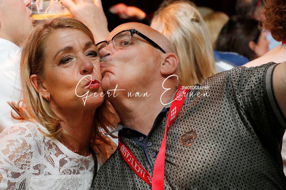 10-06-2017 FESTIVAL VAN HET LEVENSLIED 2017:TILBURG<br /> Het gratis nederlandstalige festival in Tilburg werd dit jaar weer gehouden met ruim 16.000 bezoekers in het centrum van Tilburg<br /> <br /> Foto: Geert van Erven<br /> <br /> <br /> Gigant, ESG verhuur, Triple Showtechniek, First Impression, Antonis Verhuur