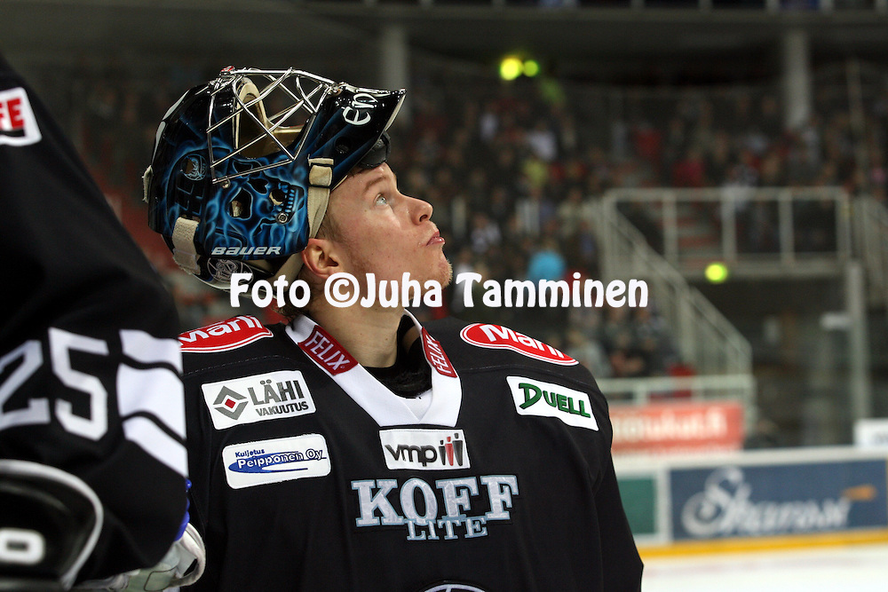 16.09.2010, Turkuhalli, Turku..J??kiekon SM-liiga 2010-11..TPS - HPK..Atte Engren - TPS..©Juha Tamminen.