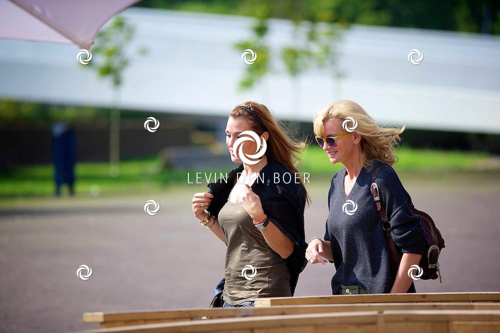 AMSTERDAM - Talkies Lifestylelunch bij The Oyster Club is een jaarlijks event. Met hier op de foto  Quinty Trustfull en Daphne Deckers. FOTO LEVIN DEN BOER - PERSFOTO.NU