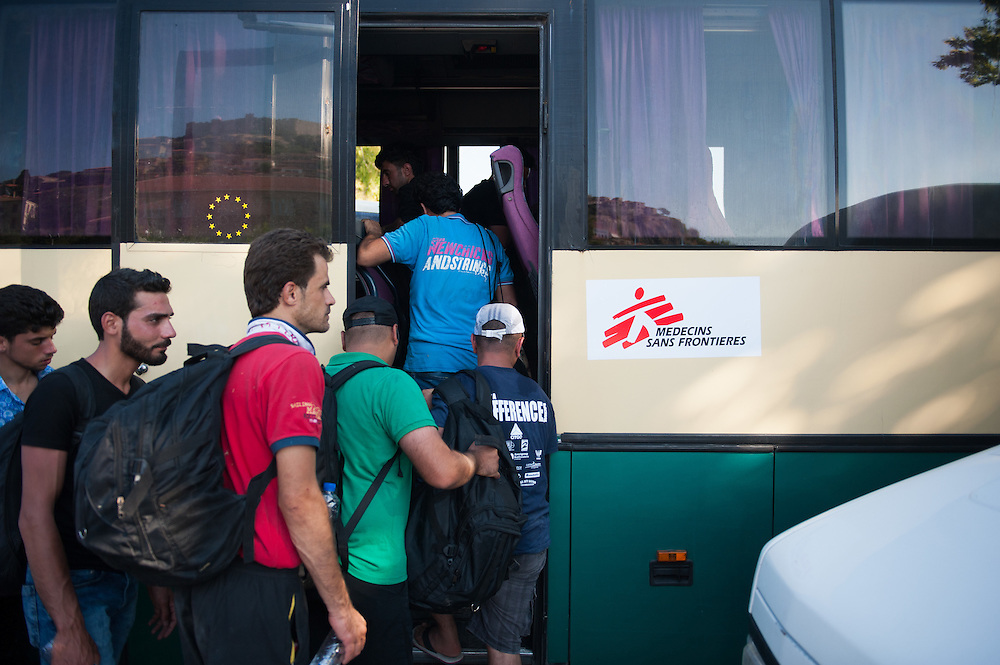 Syrian refugees boarding the MSF bus that will transport them from Molyvos to one of the camps in Mytiline.
