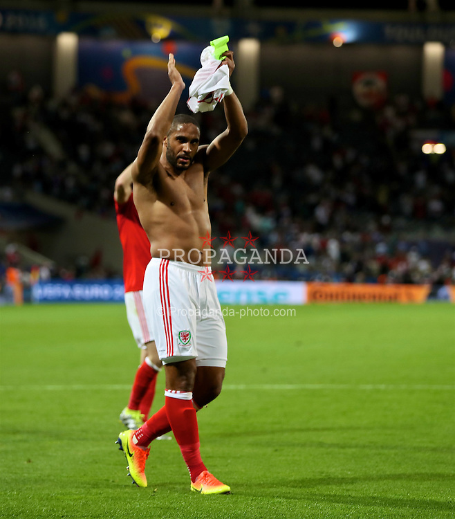 TOULOUSE, FRANCE - Monday, June 20, 2016: Wales' captain Ashley Williams celebrates the 3-0 victory over Russia and reaching the knock-out stage during the final Group B UEFA Euro 2016 Championship match at Stadium de Toulouse. (Pic by David Rawcliffe/Propaganda)