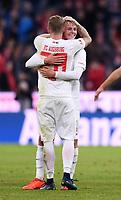 Fussball  1. Bundesliga  Saison 2018/2019  5. Spieltag  FC Bayern Muenchen - FC Augsburg       25.08.2018 JUBEL FC Augsburg; Matchwinner; Torschuetze zum 1-1 Ausgleich Felix Goetze (re) umarmt von Andre Hahn ----DFL regulations prohibit any use of photographs as image sequences and/or quasi-video.----