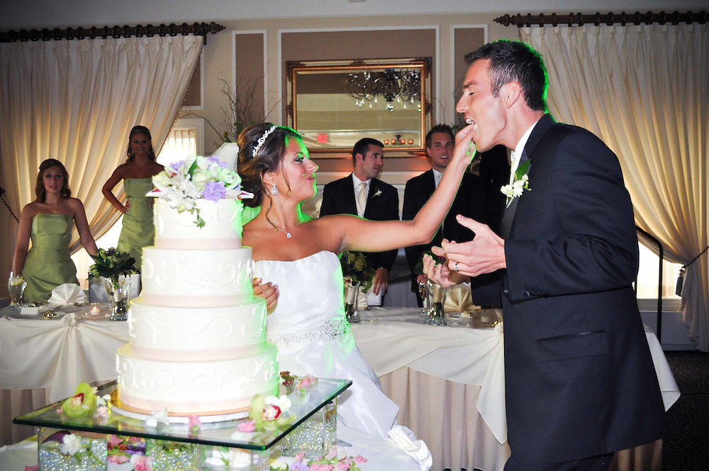 Michelle & Alan cut their cake at St. Charles Country Club, St. Charles, IL