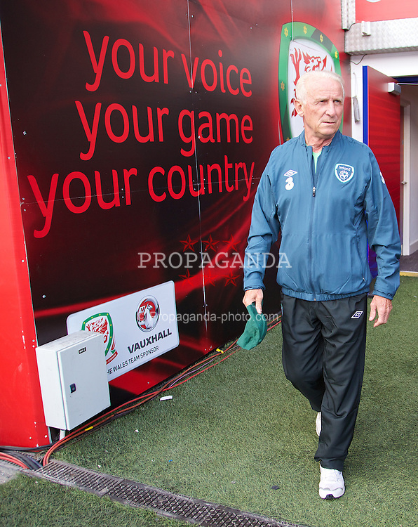 CARDIFF, WALES - Tuesday, August 13, 2013: Republic of Ireland's Giovanni Trapattoni during a training session at the Cardiff City Stadium ahead of the International Friendly match against Wales. (Pic by David Rawcliffe/Propaganda)