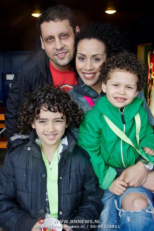 NLD/Harderwijk/20100320 - Opening nieuwe Dolfinarium seizoen met nieuwe show, Glennis Grace en partner Moos en zoontje Anthony en ...