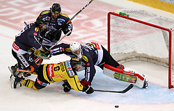 10.12.2017, Albert Schultz Halle, Wien, AUT, EBEL, UPC Vienna Capitals vs Dornbirner Eishockey Club, 27. Runde, im Bild Rafael Rotter (UPC Vienna Capitals), Rasmus Rinne Juha (Dornbirner Eishockey Club) // during the Erste Bank Icehockey League 27th round match between UPC Vienna Capitals and Dornbirner Eishockey Club at the Albert Schultz Halle in Vienna, Austria on 2017/12/10. EXPA Pictures © 2017, PhotoCredit: EXPA/ Alexander Forst