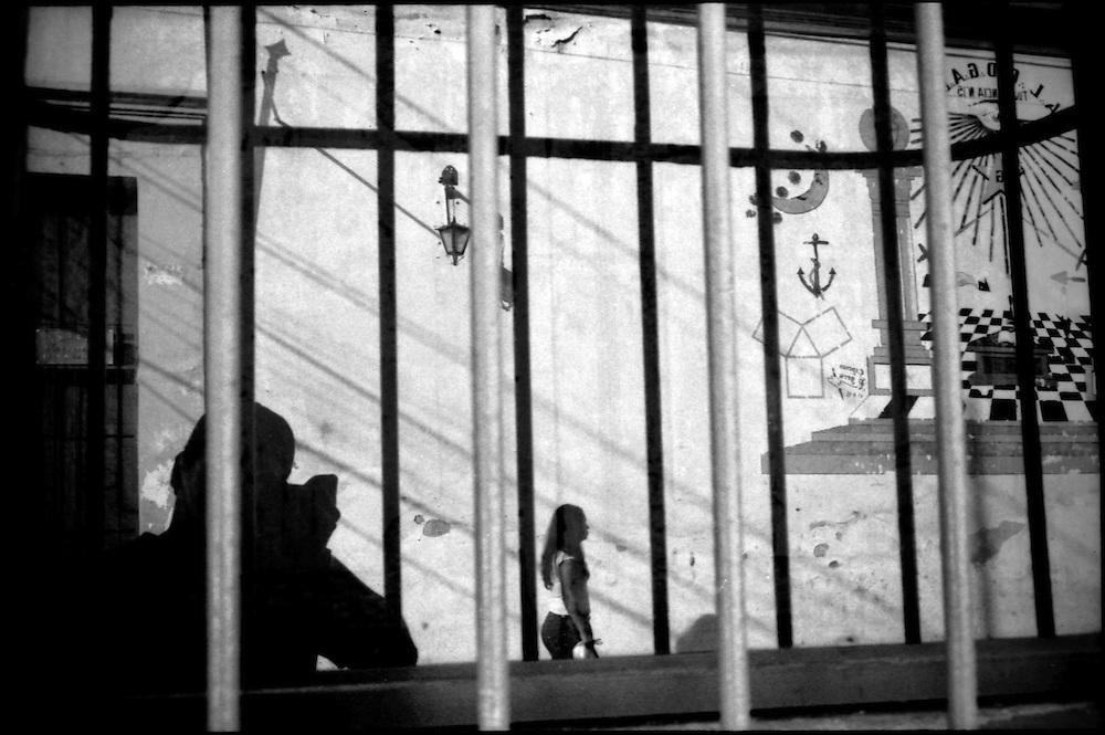 DAILY VENEZUELA / VENEZUELA COTIDIANA.Selfportrait / Autorretrato..San Felipe, Yaracuy State - Venezuela 2006.(Copyright © Aaron Sosa)