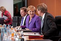 19 MAY 2010, BERLIN/GERMANY:<br /> Guido Westerwelle (L), FDP, Bundesaussenminister, Angela Merkel (M), CDU, Bundeskanzlerin, und Ronald Pofalla (R), CDU, Kanzleramtsminister, vor Beginn der Kabinettsitzung, Bundeskanzleramt<br /> IMAGE: 20100519-02-017<br /> KEYWORDS: freundlich