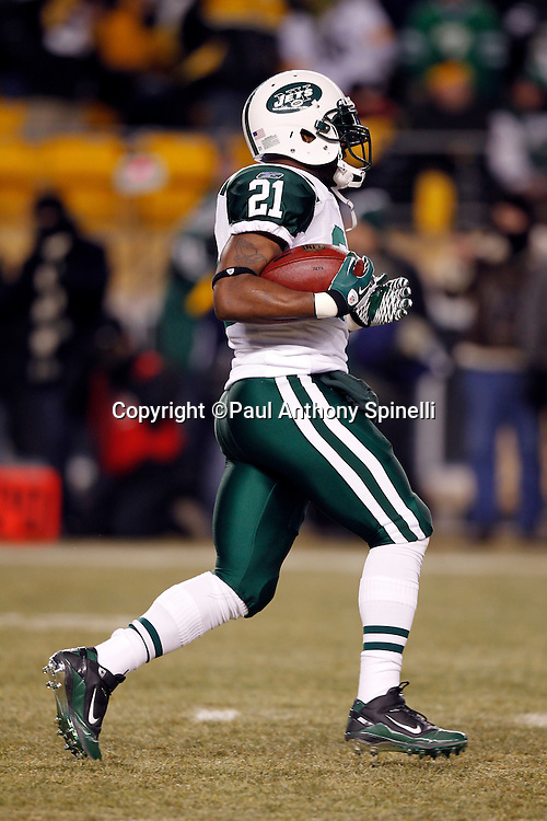 New York Jets running back LaDainian Tomlinson (21) runs the ball during pregame warmups during the NFL 2011 AFC Championship playoff football game against the Pittsburgh Steelers on Sunday, January 23, 2011 in Pittsburgh, Pennsylvania. The Steelers won the game 24-19. (©Paul Anthony Spinelli)