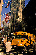 New York. school bus on Fifth avenue in front of saint patrick cathedral. Manhattan  New York  Usa /  bus  decole sur La cinquième avenue devant la cathedrale  Saint Patrick  New York  USa