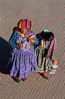 Guatemala. Femmes Maya à San Andres Xecul. // Guatemala. Maya woman at San Andres Xecul.