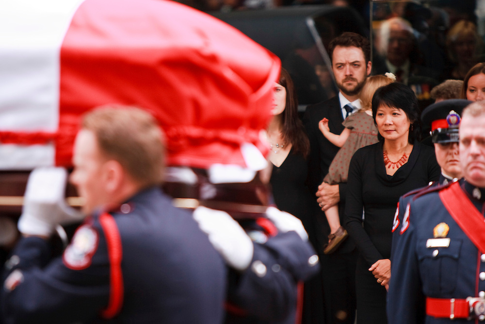 Toronto, Ontario ---11-08-27--- Olivia Chow, wife of Jack Layton, watches has her husband's coffin carried by a police honour guard following a state funeral for the late NDP leader in Toronto, Ontario, August 27, 2011. <br /> AFP/GEOFF ROBINS/STR