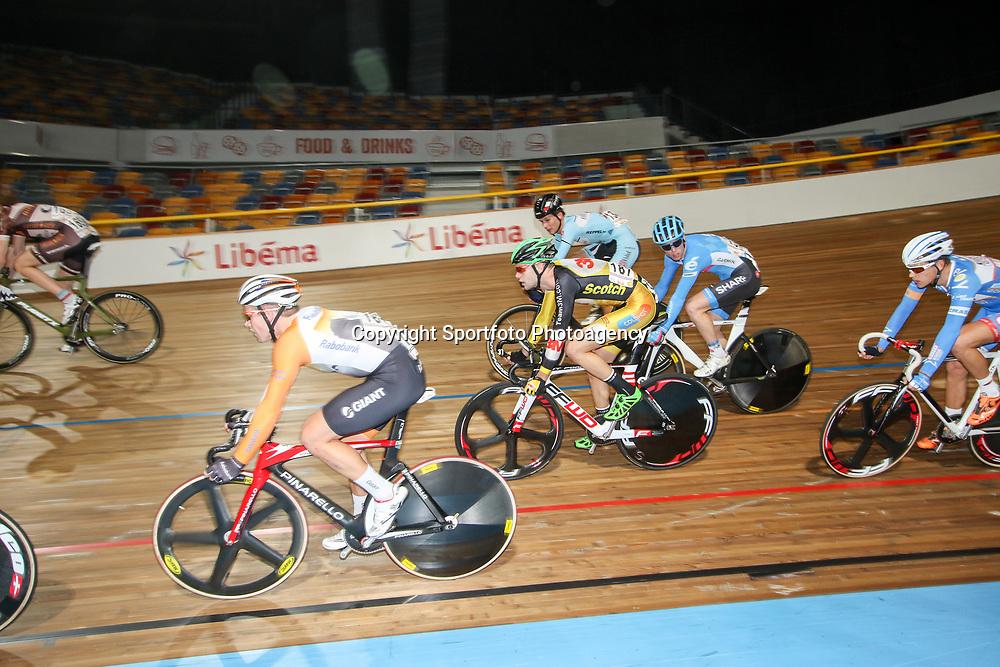 27-12-2014: Wielrennen: NK Baanwielrennen: Apeldoorn sfeer NK puntenkoers