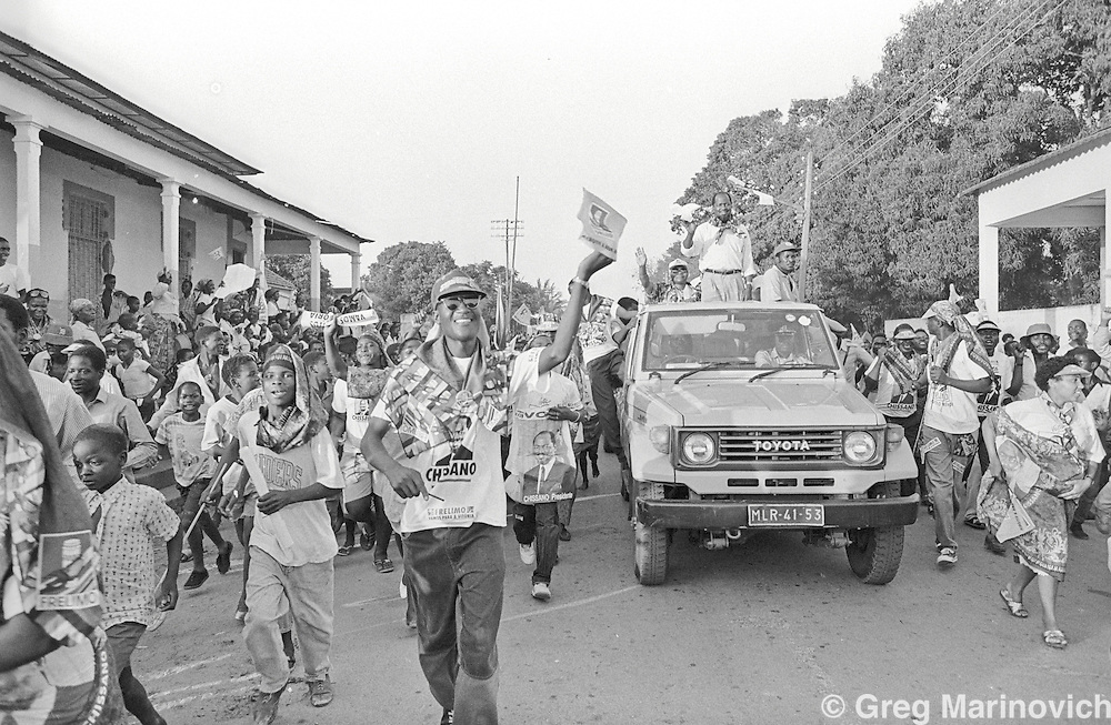 1994 Oct Mozambique. Joaquim Chissano atop an open vehicle greets Frelimo supporters before Mozambique's first post-war elections 1994.  Greg Marinovich.