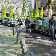 NLD/Laren/20140411 - Begrafenis slachtoffers familiedrama Schmittmann, 3 rouwauo's verlaten de kerk
