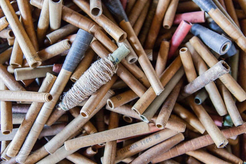 Soveria Mannelli (CZ). &shy;Lanificio Leo<br /> Vecchi astucci per la raccolta dei fusi di filatura