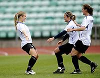 Fotball<br /> Norge<br /> 04.05.2011<br /> Foto: Morten Olsen, Digitalsport<br /> <br /> Trening Norge A kvinner<br /> Nadderud Stadion<br /> Internkamp - Norge Blå mot Norge Hvit<br /> <br /> L-R: Lindy Melissa Wiik - Trine Rønning - Madeleine Giske