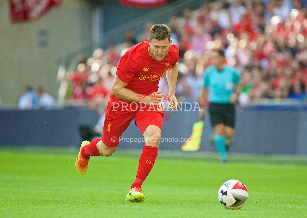 LONDON, ENGLAND - Saturday, August 6, 2016: Liverpool's James Milner in action against Barcelona during the International Champions Cup match at Wembley Stadium. (Pic by Xiaoxuan Lin/Propaganda)