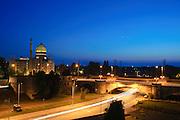 Yenidze (ehem. Tabakfabrik), beleuchtete Kuppel bei Nacht, Dresden, Sachsen, Deutschland.|.Yendidze at night, Dresden, Germany