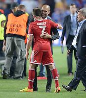 FUSSBALL  SUPERCUP  FINALE  2013  in Prag    FC Bayern Muenchen - FC Chelsea London          30.08.2013 Franck Ribery (vorn) und Trainer Pep Guardiola (beide. FC Bayern Muenchen)  freuen sich nach dem Sieg