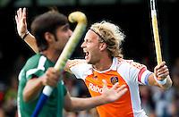 AMSTELVEEN - Aanvoerder Floris Evers heeft de score geopend,  , zaterdag tijdens de hockeywedstrijd tussen de mannen van Nederland en Pakistan  voor de Four Nations Cup in Amstelveen (4-0).  Door deze overwinning werd Nederland winnaar van de cup. ANP KOEN SUYK