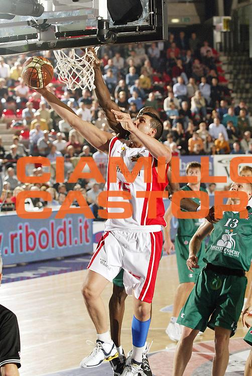 DESCRIZIONE : Varese Lega A1 2006-07 Whirlpool Varese Montepaschi Siena<br /> GIOCATORE : Fernandez<br /> SQUADRA : Whirlpool Varese<br /> EVENTO : Campionato Lega A1 2006-2007 <br /> GARA : Whirlpool Varese Montepaschi Siena<br /> DATA : 26/10/2006 <br /> CATEGORIA : Tiro<br /> SPORT : Pallacanestro <br /> AUTORE : Agenzia Ciamillo-Castoria/G.Cottini<br /> Galleria : Lega Basket A1 2006-2007 <br /> Fotonotizia : Varese Campionato Italiano Lega A1 2006-2007 Whirlpool Varese Montepaschi Siena<br /> Predefinita :