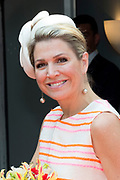 Koningin Maxima is aanwezig bij de uitreiking van de Familiebedrijven Award. Deze prijs wordt jaarlijks door de Stichting Familie Onderneming uitgereikt aan het beste familiebedrijf in Nederland. <br /> <br /> Queen Maxima was present at the presentation of the Family Business Award. This prize is awarded annually by the Foundation for Family Enterprise at the best family business in the Netherlands.<br /> <br /> Op de foto / On the photo:  Aankomst Koningin Maxima / Arrival Queen Maxima