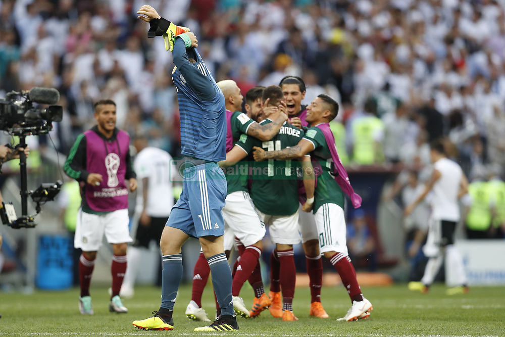 (l-r) goalkeeper Manuel Neuer of Germany, Javier Hernandez of Mexico during the 2018 FIFA World Cup Russia group F match between Germany and Mexico at the Luzhniki Stadium on June 17, 2018 in Moscow, Russia
